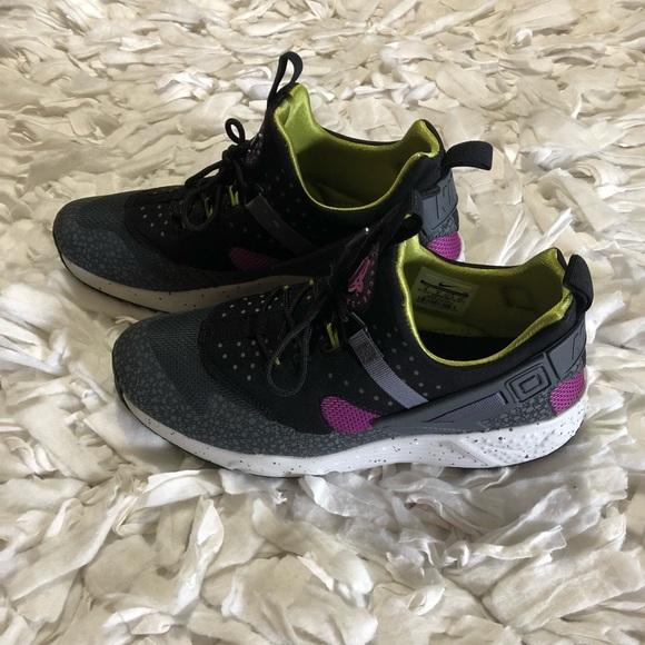 online store 8e2bf 3466f Men Nike Hurache Size 9